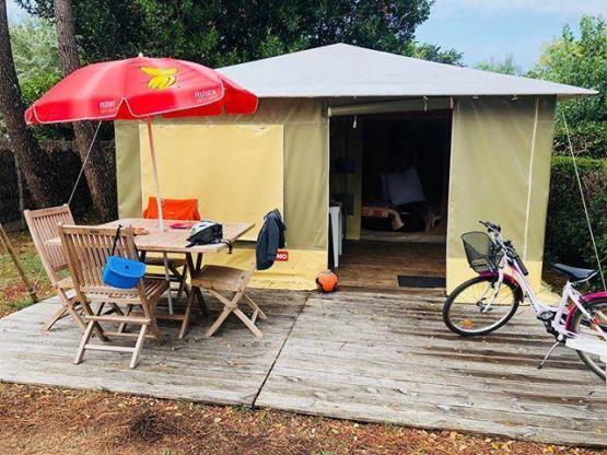 Bungalow Toilé 2 zimmer + Terrasse : Camping La Parée Preneau, Saint ...
